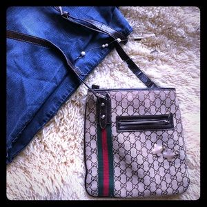 Gucci vintage style cross body purse